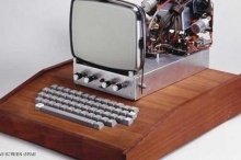 بيع أول جهاز أبل مقابل 905 آلاف دولار