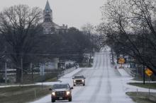 عاصفة ثلجية تضرب تكساس.. وإلغاء مئات الرحلات الجوية