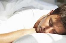 هل تعلم لماذا نتقلب أثناء النوم؟