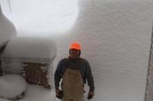 بالصور...150 سم من الثلوج ..عاصفة ثلجية قاسية ومبكرة تضرب شرق ...
