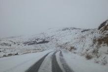 بالصور...الثلوج تزيّن الجبال اللبنانية بحلّة بيضاء ناصعة الجمال هذا الصباح