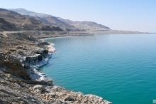 تراجع مياه البحر الميت يتسبب بتكون آبار جافة خطيرة