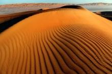 حلّ لغز روعة تجاعيد كثبان الرمل على الصحاري