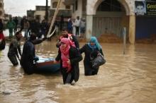مياه الامطار تغرق مئات الكرفانات والمنازل في قطاع غزة