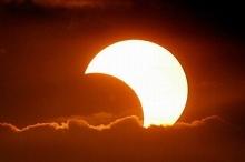 كسوف جزئي للشمس غير مشاهد في فلسطين غدا الخميس