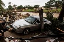عشرات القتلى بسبب عواصف مطيرة وتحوّل شوارع هيوستون الى انهار