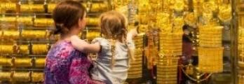 الذهب يصعد إلى أعلى سعر في 3 أشهر