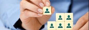 دراسة: الشركات المالية بلندن توظف عددا أكبر من النساء والأجانب