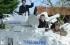 بالفيديو: أب يُقل ولديه للمدرسة على متن دبابة