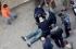 بالصور ..مواطن يحاول احراق نفسه وسط نابلس